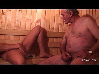jeune beurette sodomisee en un gangbang en un sauna con papy