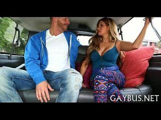 pene salvaje dentro de un coche