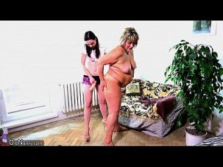 oldnanny vieja mamá gorda está jugando con teen y sextoy strapon.720p más sobre lesbianas sex.ml