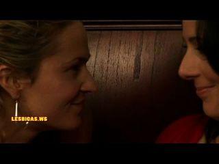 linda lesbiana besando caliente