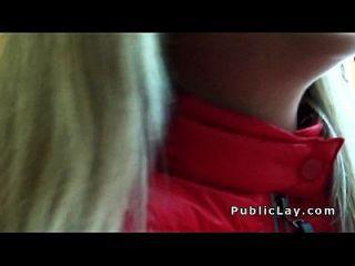 rubia follada después recogida en público