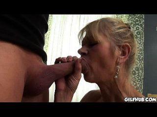 vieja dama de mierda obtiene su culo anal follada