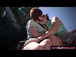 lindas lesbianas pelirrojas con coños peludos se encuentran y follan