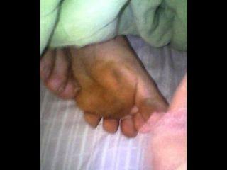 mi mujer y mi lechita en los pies mientras duerme 1