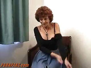 Pelirroja mamá mamada