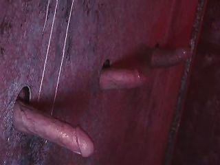 Aliz deepthroats tres pollas enormes en gloryhole
