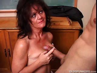Esposa con clase de sexdatemilf com mamada hablando sucio