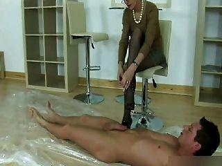 Footjob seductora pantyhose y mamada