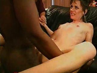 Waching su esposa sexy follada duro por una gran polla negra ...