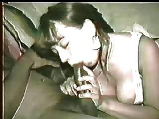 ¡La esposa consigue la polla negra demasiado cremosa así que el esposo la anima a limpiarla con su boca!¡por favor comenta!