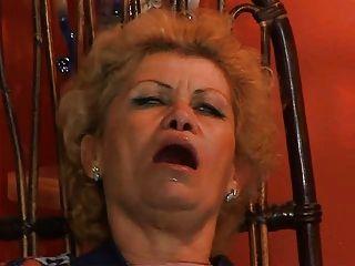 Granny effie obtener assfucked por tv repairman troia toma dura polla en el culo todo el camino tetas