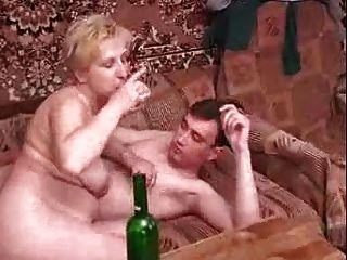 Chico joven maduro ruso
