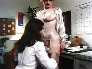 Adolescente maduro lesbianas seducción vintage