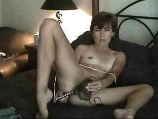 Aficionado maduro peludo milf mamá solo masturbándose con consolador juguetes