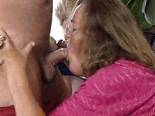 Abuelita vieja y atractiva!