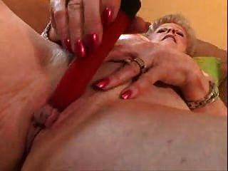 Abuelita con gran clítoris