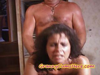 Dos abuelitas se follan y cum cubierto en el yate