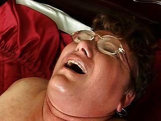 Abuela gorda peluda folla