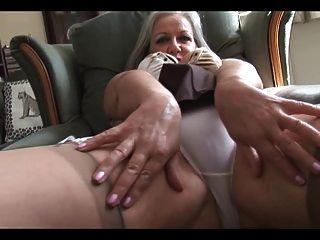 Atractiva tetona abuelita