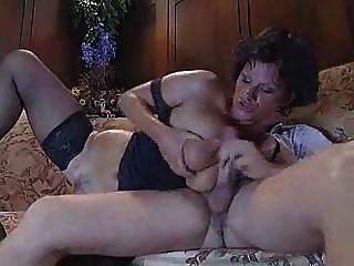Italiana tía madura follando con chico joven