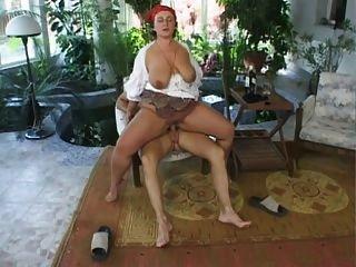 Big butt alemán maduro 2