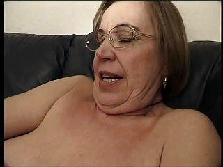 La abuela le gusta el esperma