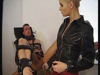 Masaje de próstata femdom