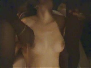 Esposa cuckold gangbanged delante de parte marido 2