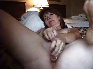 Córnea mujer madura masturbándose anal