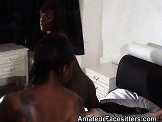 2 muchachas negras enfrenta al abuelo