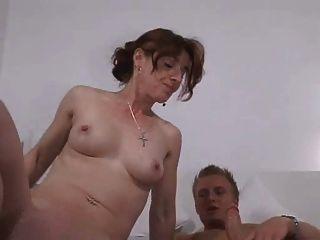 Chico alemán con la madre