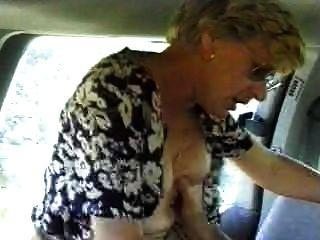 Esposa follada en un coche marido está filmando