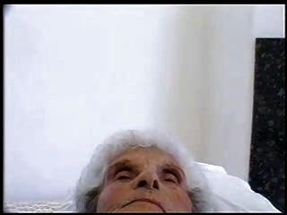 Vieja puta 84 años todavía ama polla joven