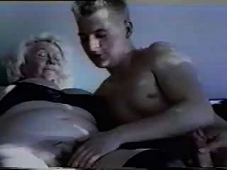 Gran abuela peluda y su amante más joven