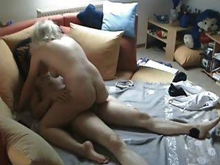 Adolescentes legales grabando video de sexo casero