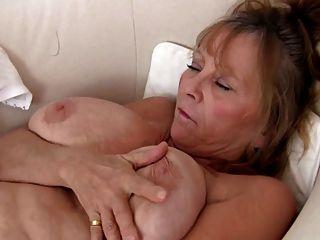 Abuelita sexy masturbándose
