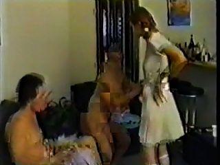 La tía educa al niño ya la niña