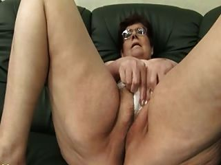Abuelita panty relleno y consolador jugar