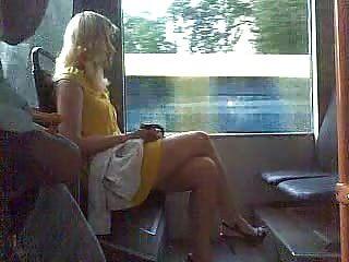 Chico se masturba en público (2)