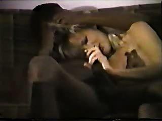 Joven rubia mujer blanca con amante negro casera interracial