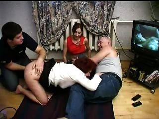 Familia follando en cuatro