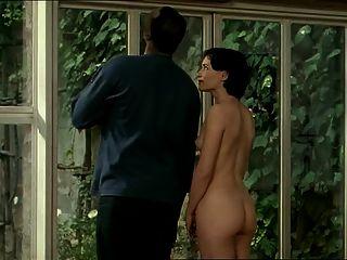 Morena mujer blanca con amante negro erótico interracial