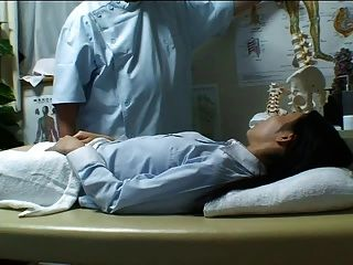Chica japonesa masajeada y follada lustrosamente