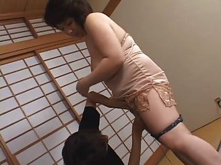 ¡La mamá japonesa más vieja quiere cumm !!