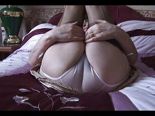 Abuelita en su lencería y nilones