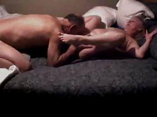 Grampa come abuela dedo en su culo