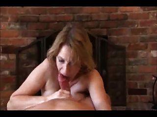 Mamá da un alivio de la mano y la boca!