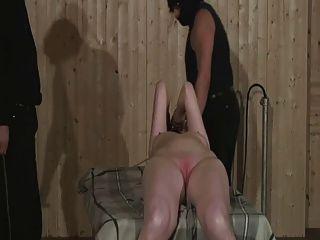 Puta madura obtener pussy spanked