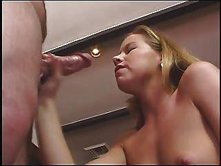 Tabitha stern da un buen trabajo de mano, habla sucio y toma mucho cum