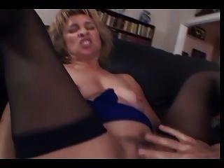 Milf chupa folla anal también